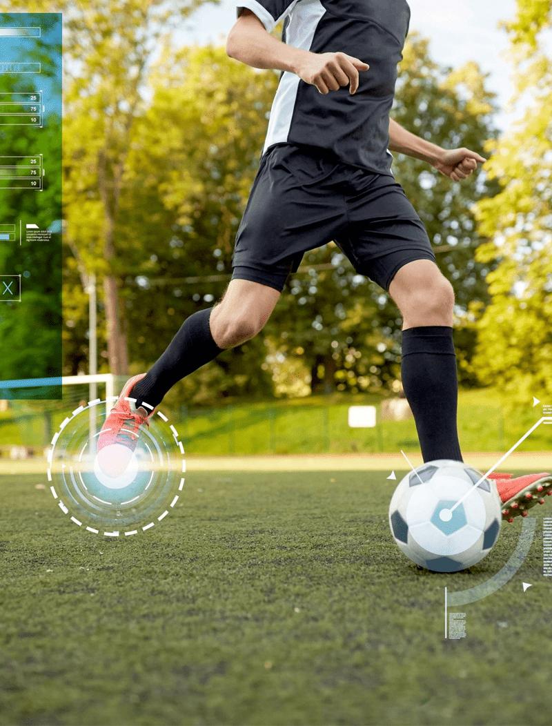 futbolista corre con balón